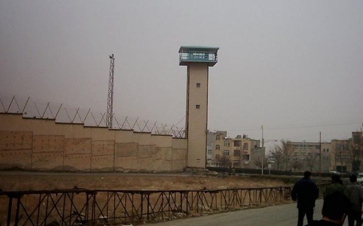 محروم ماندن پنج زندانی عقیدتی از رسیدگی پزشکی در زندان رجایی شهر کرج